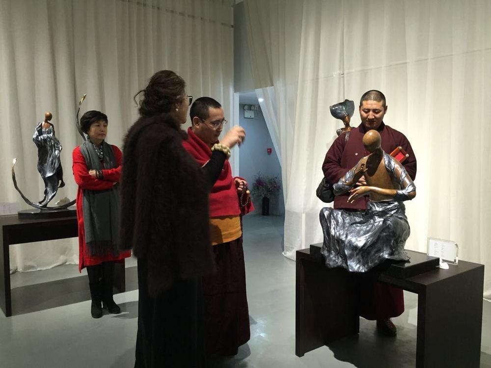 吳靜茹和上師交流禪系列雕塑的由來。