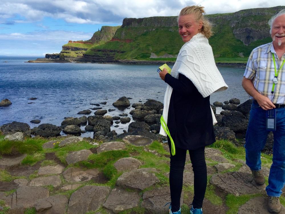 Elise og Steve på Giant's Causeway.