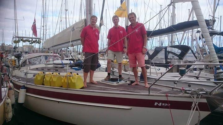Babette med menn før avreise over Atlanterhavet. (Najad320 er kliss lik vår HR312.)