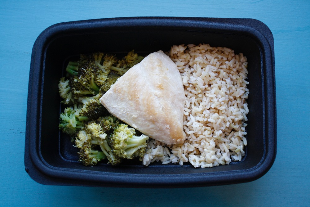 Grilled chicken over brown basmatic rice, served with a side of sauteed garlic lemon broccoli One serving: 27g protein, 71g carbs, 11g fat (493cal)