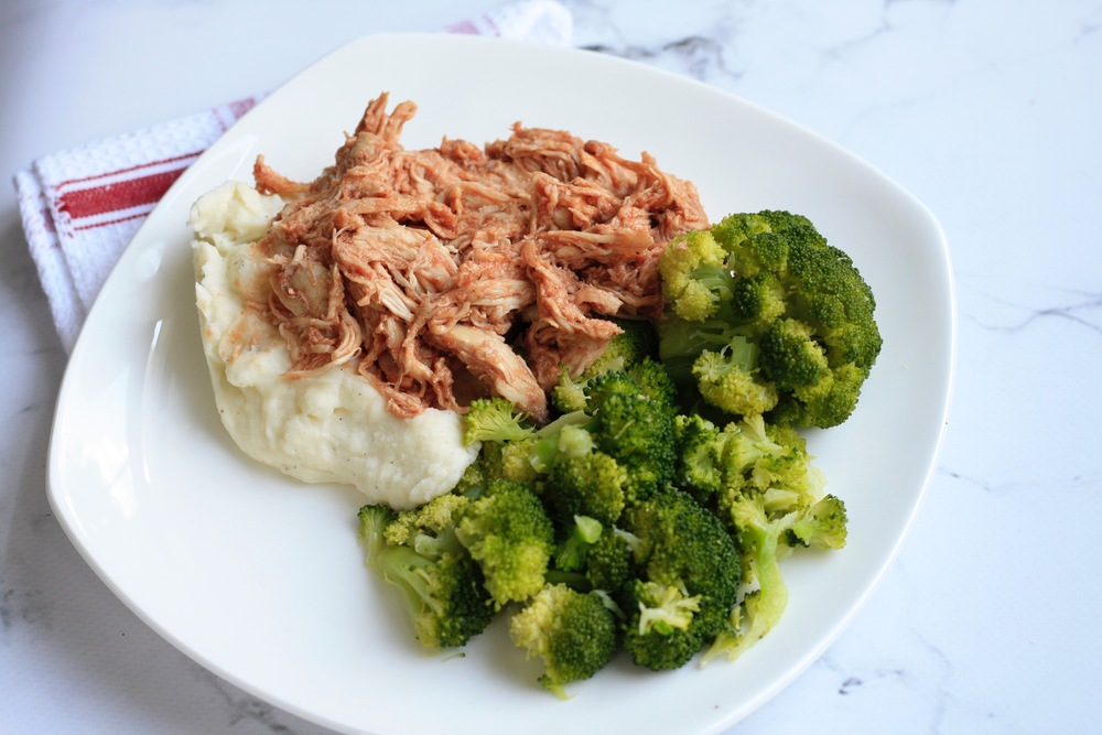 Pulled BBQ chicken with mashed potatoes and broccoli Ingredients: Local organic chicken breast, potato, milk, butter, broccoli, BBQ sauce (ketchup, mustard, brown sugar, red wine vinegar) One serving: 30g protein, 36g carbs, 12g fat, 366cal