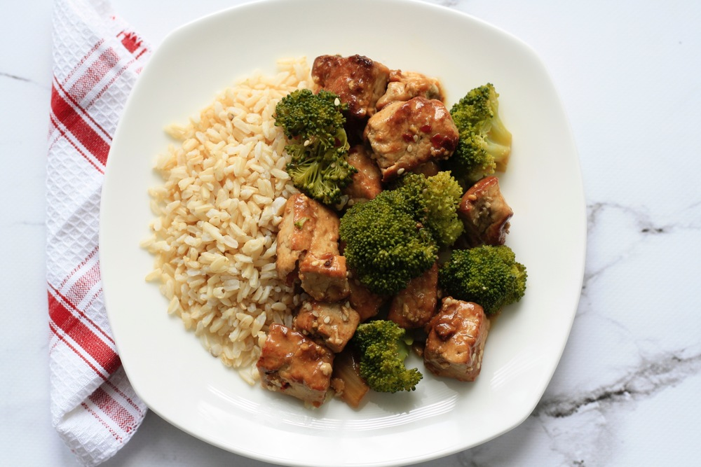 Nature's Own Vegan General Tso's Tofu Ingredients: Tofu, arrowroot, gluten free, low sodium tamari, fresh ginger, peanut oil, brown rice, broccoli, sea salt, sesame oil, agave, peanut oil, garlic, sesame seed One serving: 19g protein, 61g carbs, 19g fat, 520cal