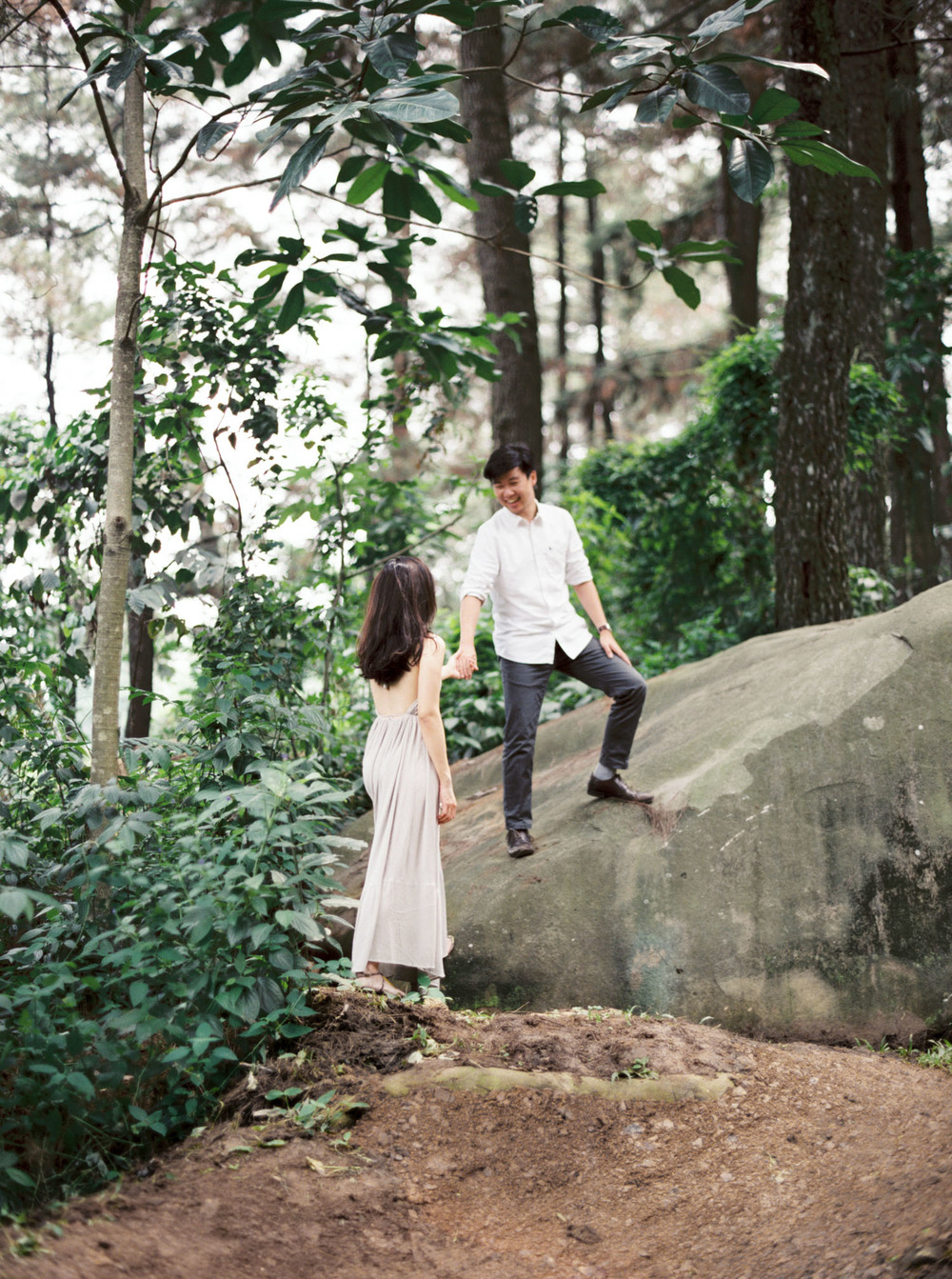 6-nature-outdoor-forest-prewedding-jakarta.jpg