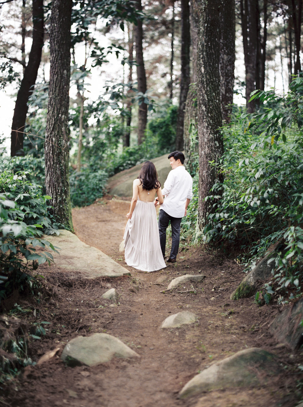 4-nature-outdoor-forest-prewedding-jakarta.jpg