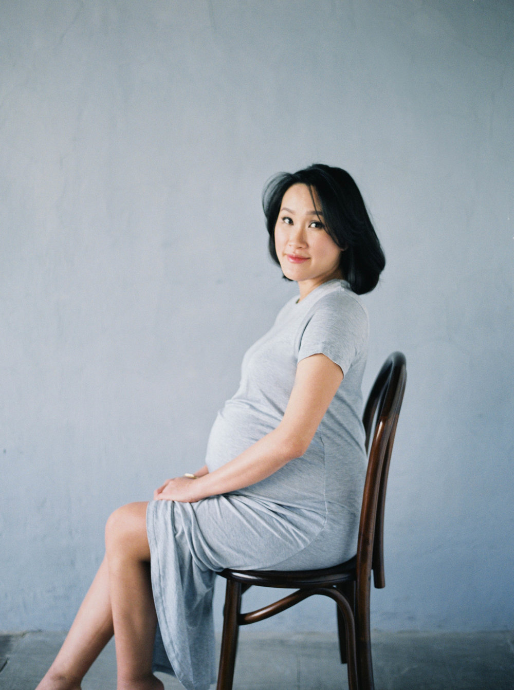 21-jakarta simple maternity portrait film photography.jpg