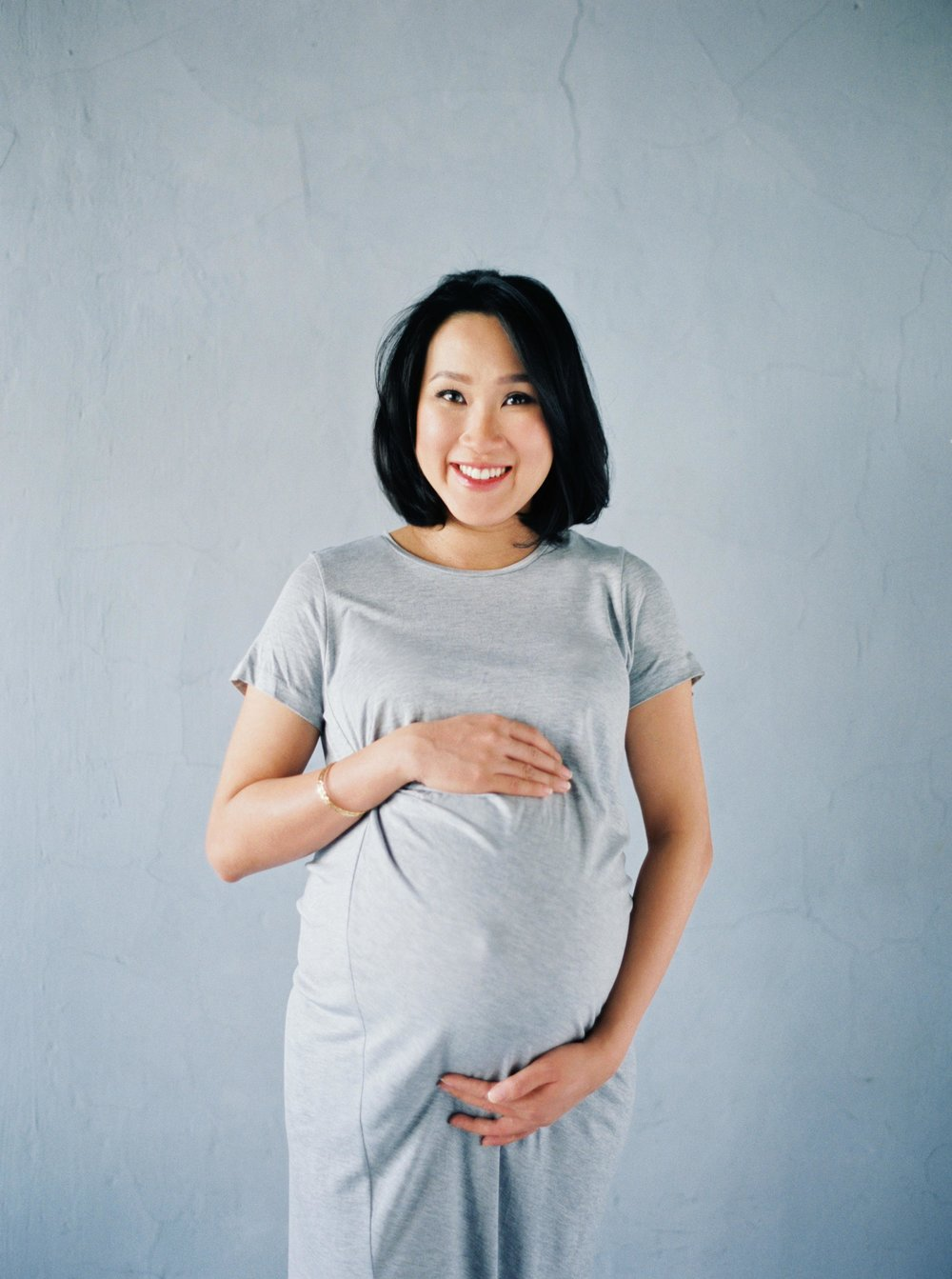 33-jakarta simple maternity portrait film photography.jpg