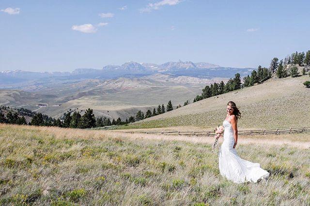 Beautiful bride against mountain backdrop in Dubois WY . . . . . . . . . . #destinationweddingphotograoher #weddingdress #iwantaportraitsessionfromjuliannaeckley #juliannaeckleyphotography #loveauthentic #weddingchicks #theknot #weddingsparrow #engaged #greenweddingshoes #chasinglight #bohowedding #weddingseason #smpweddings #HypeBeast #vscoportrait #ig_mood #discoverportrait #portraitphotography #profile_vision #bleachmyfilm #wyoming #tetons #yellowstone #grandtetons #jacksonhole #grandtetonnationalpark #невеста #красиво