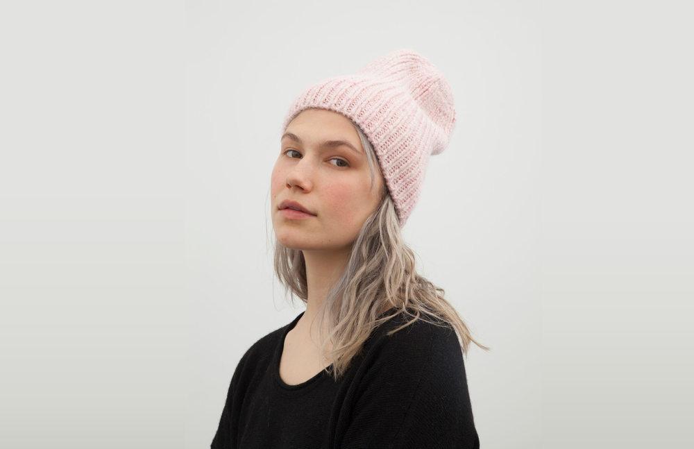 sara hat: pink