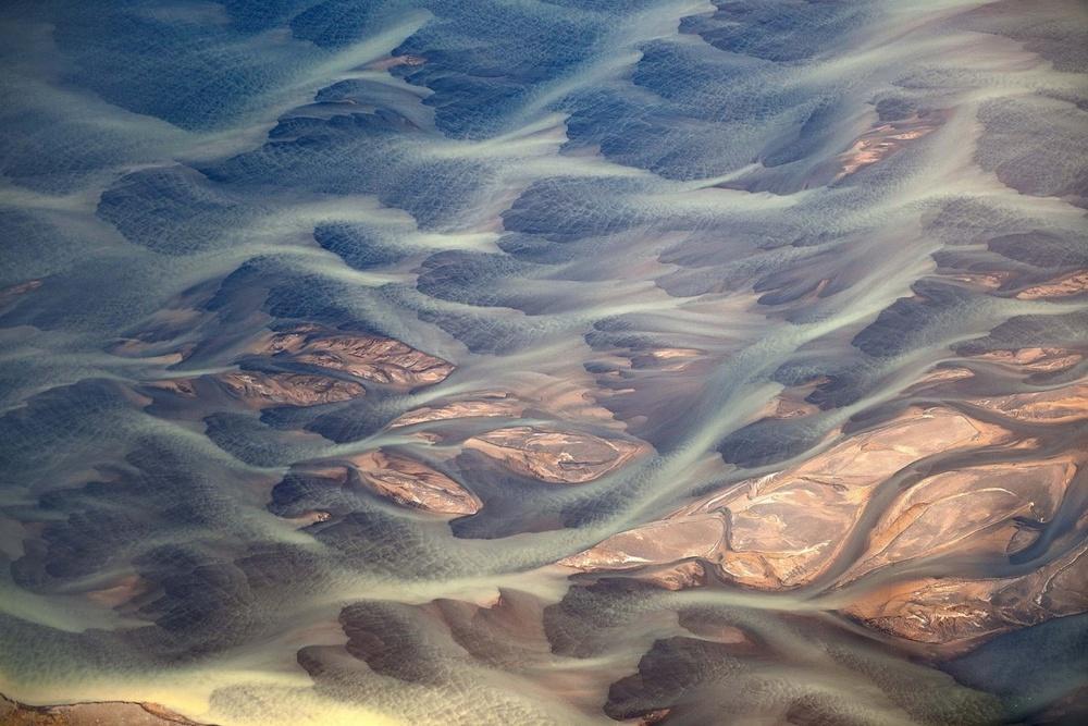 colorwaves-volcanic-river-iceland-andre-ermolaev.jpg