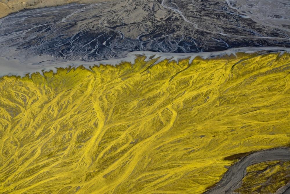 fringe-volcanic-river-iceland-andre-ermolaev.jpg