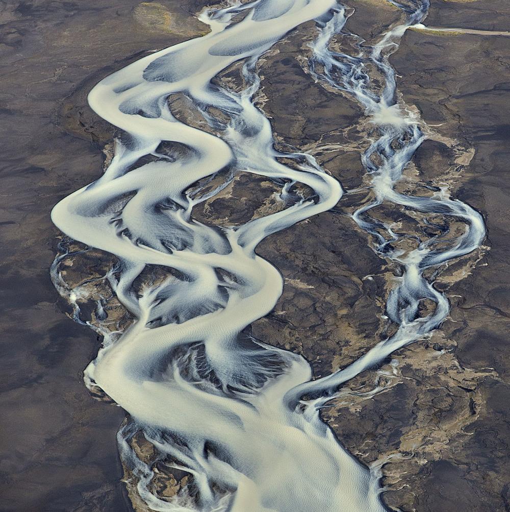 volcanic-river-iceland-andre-ermolaev-4.jpg