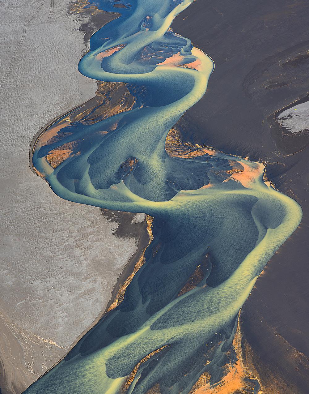 volcanic-river-iceland-andre-ermolaev-3.jpg