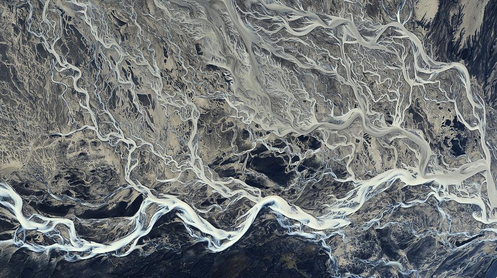 volcanic-river-iceland-andre-ermolaev-8.jpg