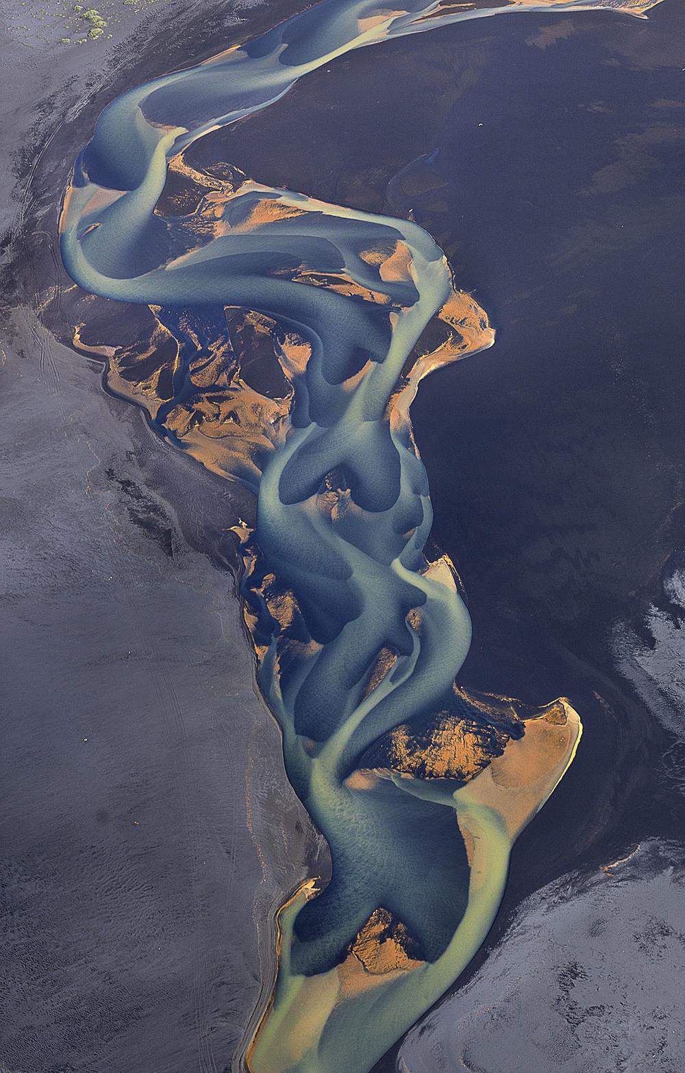 volcanic-river-iceland-andre-ermolaev-11.jpg