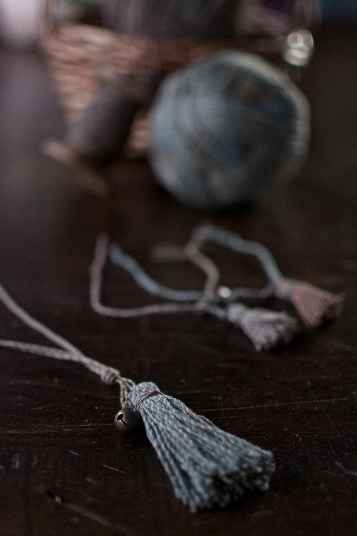 DIY pulseras y collar borlas
