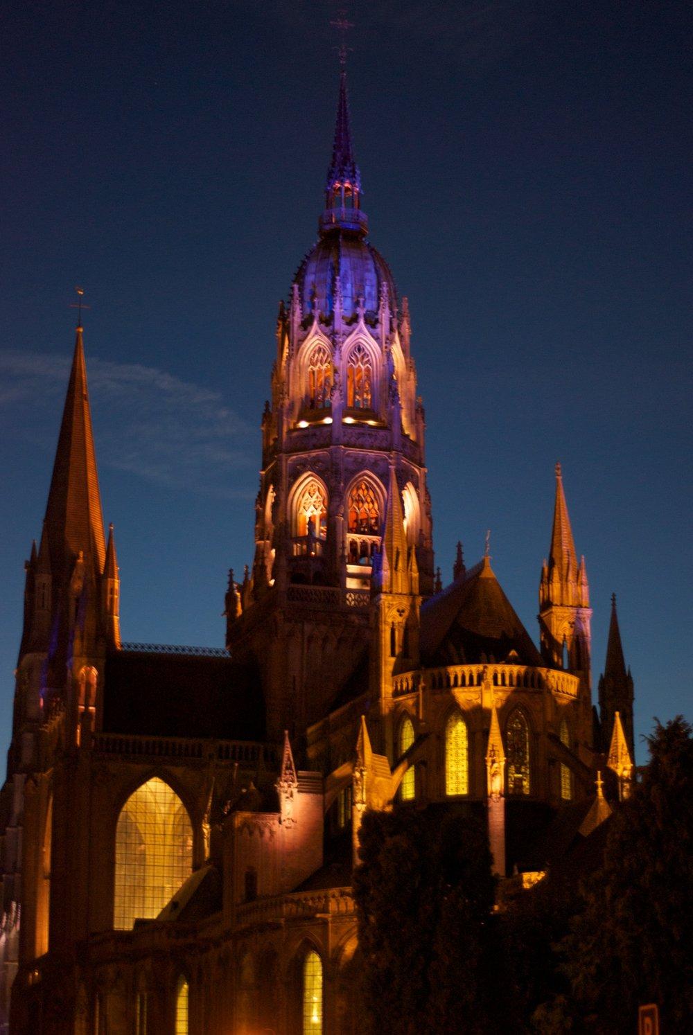 Catedral de Bayeux de noche