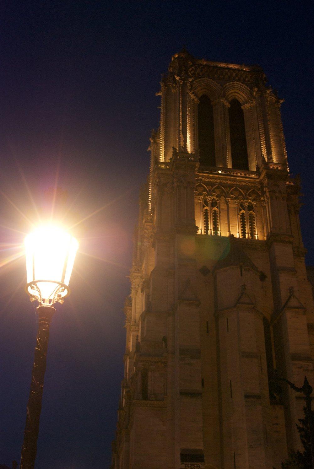 Notre Dame de noche. Paris