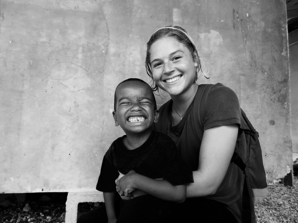 Lauren Hostovsky Ebeye Deaf WorldTeach Volunteer, 2016-2017 Gallaudet University, Bachelor of Arts in Psychology Hometown: Boston, Massachusetts Contact: lahostovsky@gmail.com