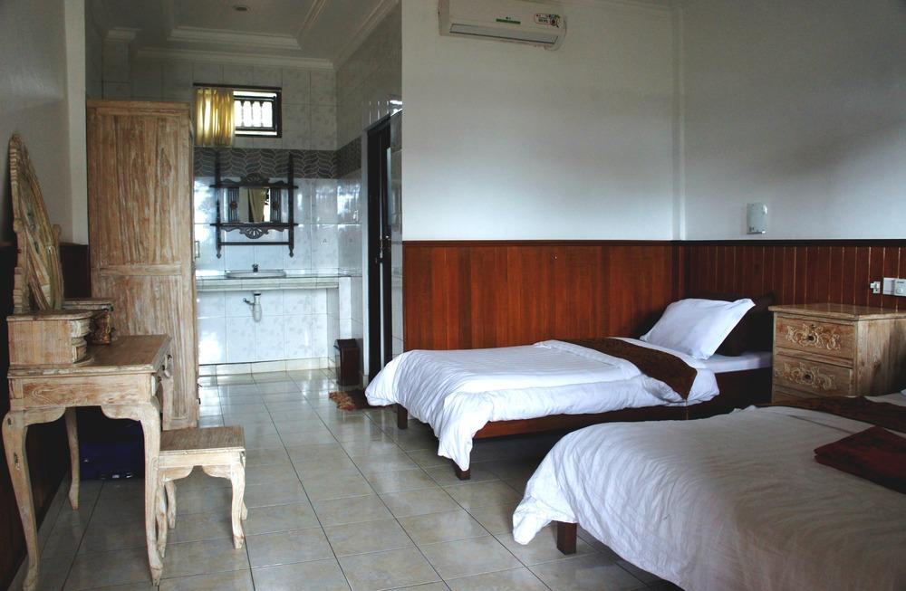 Kunang Kunang Guesthouse Twin Room