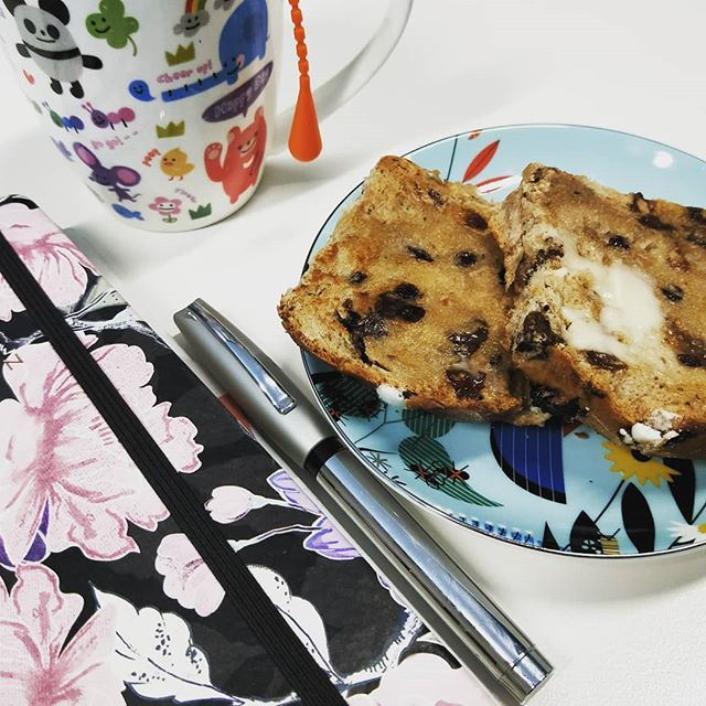 However you look at it, I'm an advocate for #hotcrossbuns being a staple for #writers at any time of year.  Yes, it's probably too early but they are delightful with a cup of #tea or #coffee first thing in the morning.  #toasted until golden and the scent of spices and fruit intensifies, then slathered with a generous amount of #butter - perfect!  Hope your Tuesday morning is treating you kindly 😁