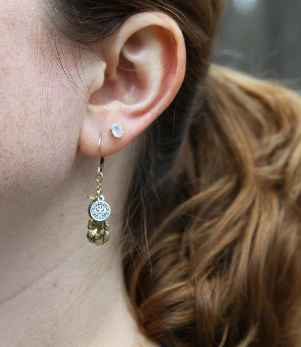 earring2c.jpg