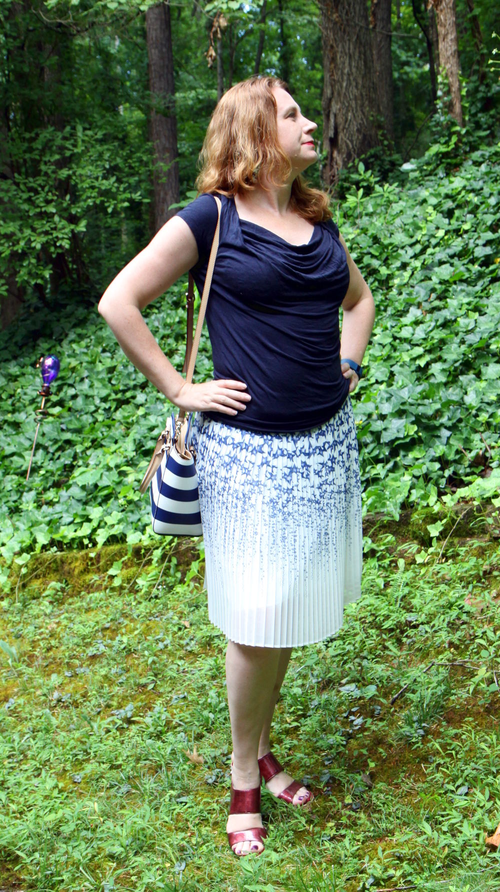More red shoe pop!  Outfit:  PLEATED STAR SKIRT , Kate Spade handbag,    older cabi Drape Tee and older Aerosoles shoes.