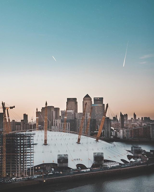 "Late Sunsets 🙏🏻🌞 Edited with the preset called ""Vintage"" from my new Lightroom Preset pack☺️. If you're looking for some awesome new filters for your photography - head over to the link in my profile and have a look!📸 • • #sunset #afterhour #bluehour #london #uk #thisislondon #londonviews #londonview #riverthames #lovelondon #londoncity #londontown #london_only #londonpop #cityscape #cityview #visitlondon #igerslondon #lightroompresets #lightroomedit #lightroomedits #robstrokfilters #presetsbyray #robstrok #mikevisuals #taylorcutfilms #filtergrade #teamcreatorpresets #lightroommasters"