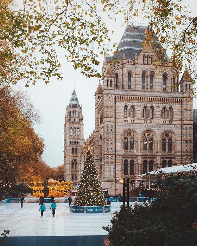 Winter is here 🌟🎄 #london