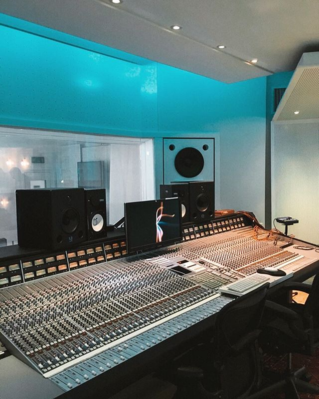 My kind of church ✌🏼 Amazing day assisting @wsdgofficial with room acoustic measurements in this legendary studio!
