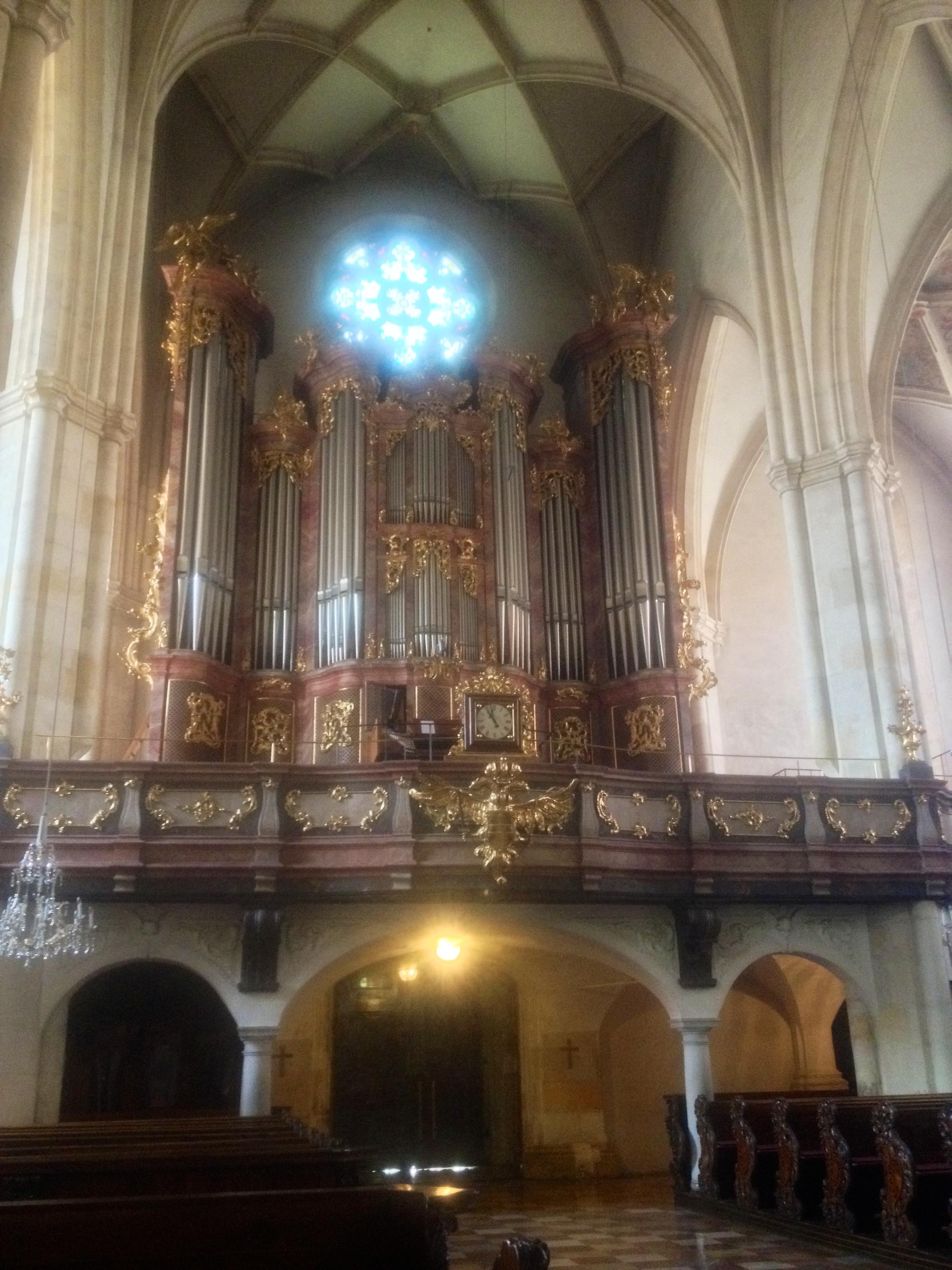 The organ -- auf Deutsch, Orgel!