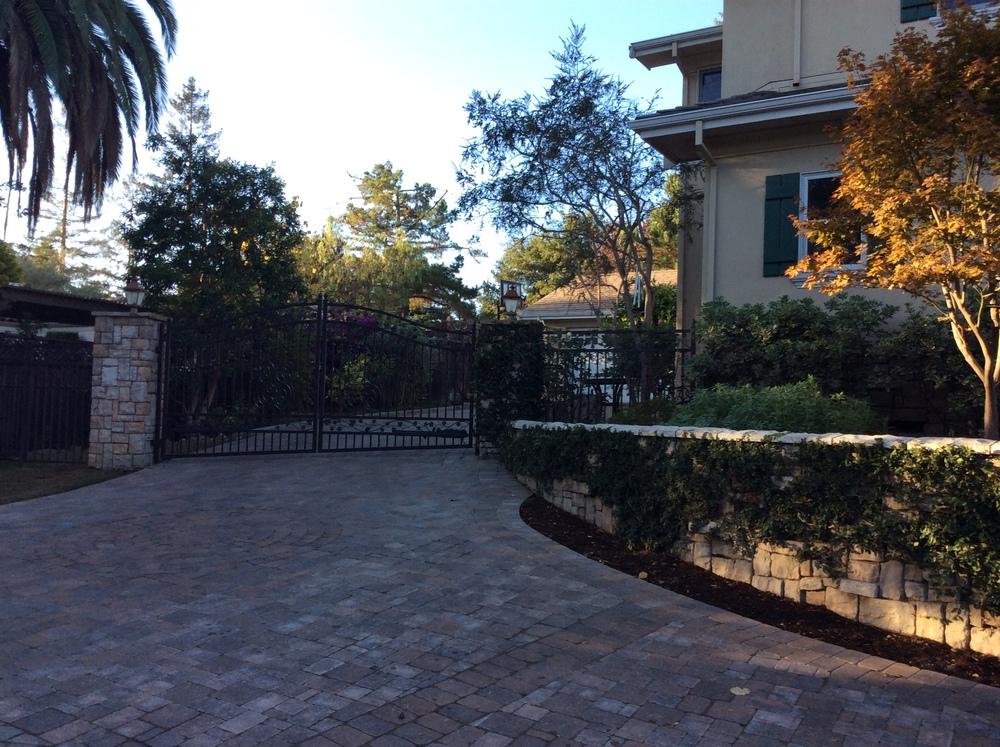 1356 Driveway @Gate.JPG