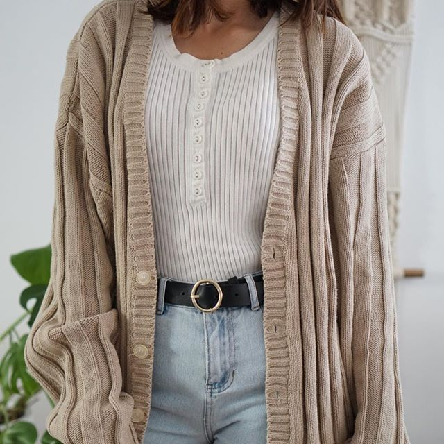 Perfect vintage oversized ribbed sweater. Fits size Small-Large depending on desired fit. Only 1 on shopmodernation.com ✨