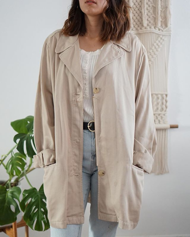 This relaxed oversized vintage coat is a steal! It's also 💯 tencel! Only 1 on shopmodernation.com