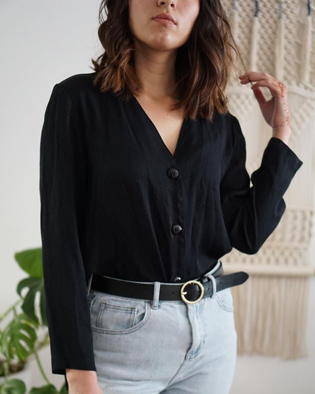 A basic for your capsule wardrobe. 🖤  Fits Sm-Med.