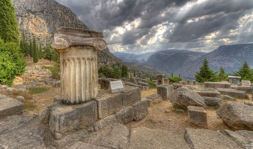 apollos-temple-in-delphi.jpg