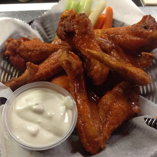 #love #wings #motherhubbards #bluecheese #sport #pub #chicago #yum