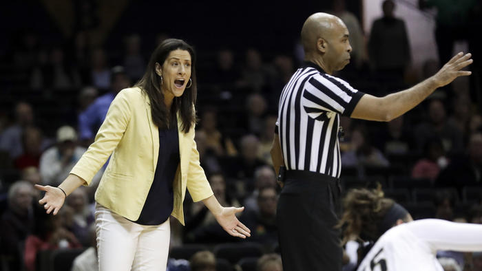 Vanderbilt head coach Stephanie White. (Mark Humphrey / AP)