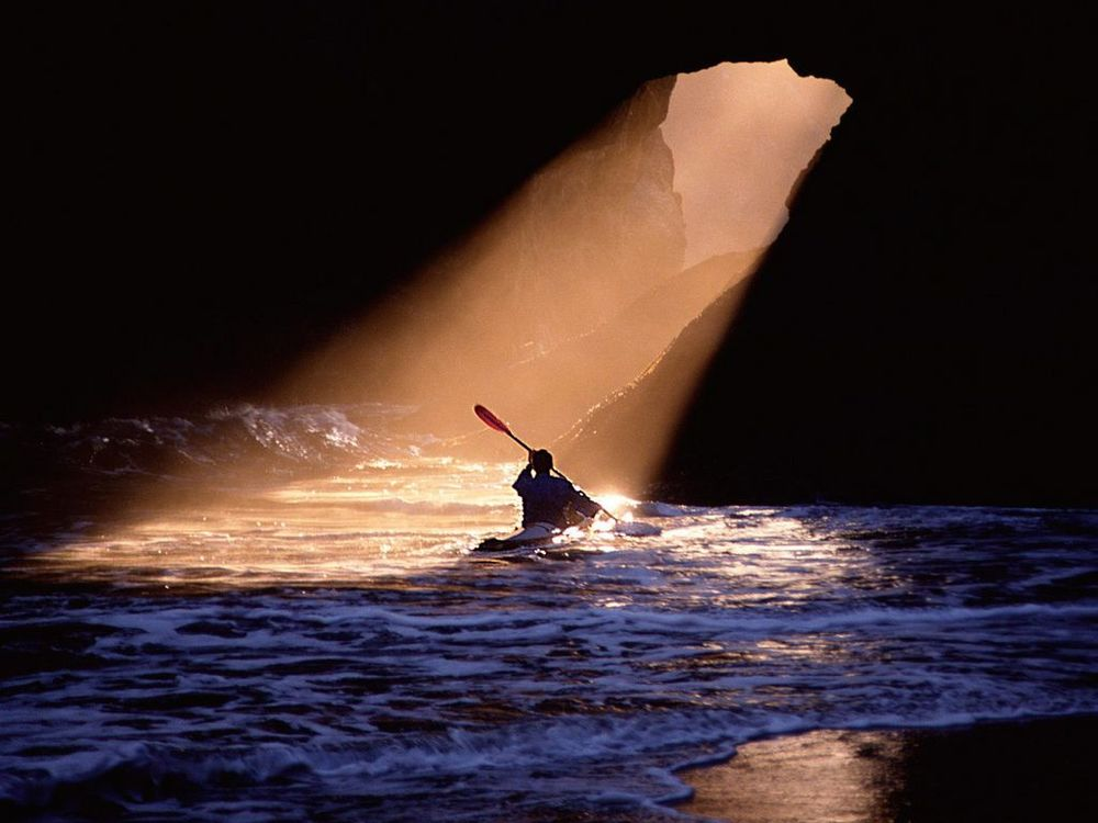 kayak_light__Wallpaper_w8cj.jpg