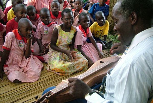 samite-works-with-children-music-therapy-africa
