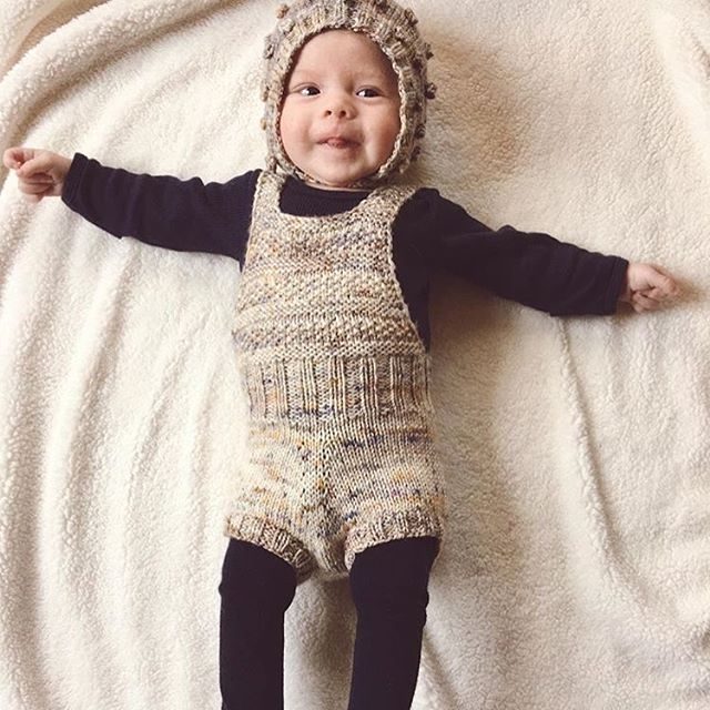 Lovin this sunsuit in the wool speckled yarn from @thestoryclubpdx #popcornbonnet #bonsaisunsuit #mishaandpuff