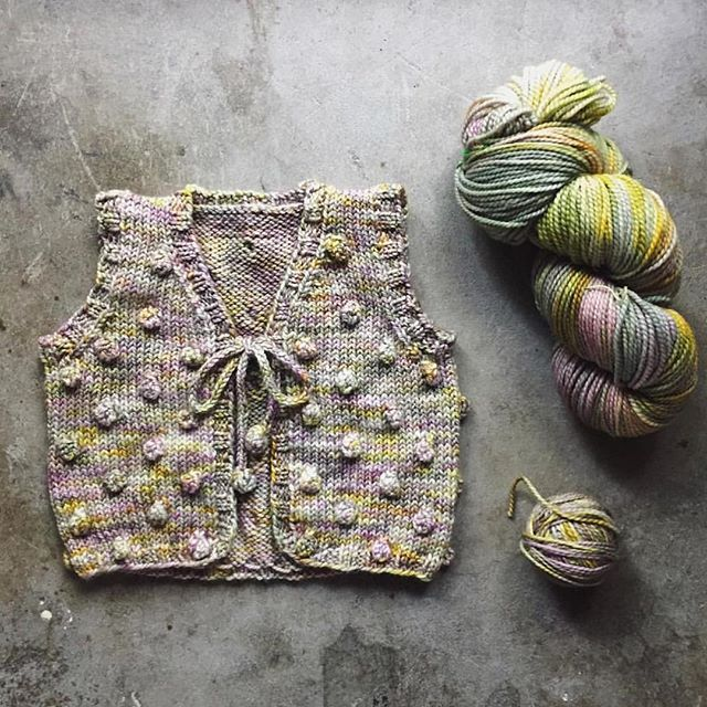 Beautiful version of the popcorn vest from @thecraftsessions ❤️