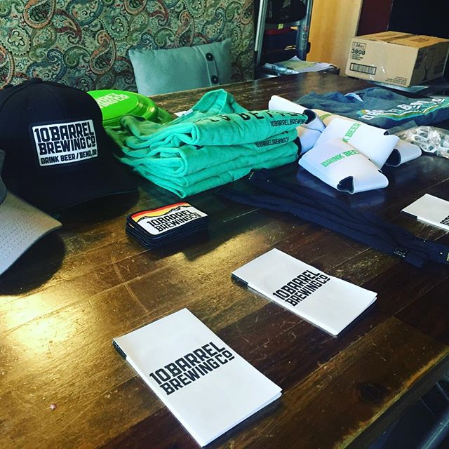 It's Monday! That means it's time for a #brewersnight at @collectiveontap . Tonight we're joined by @10barrelbrewing so get down here and win some #free #swag #raffle #woodinville #wa
