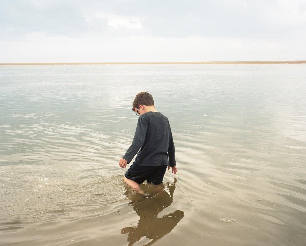 Ftografía de s  erie The Boy Who Speaks Like Flowers   —Juno Doran