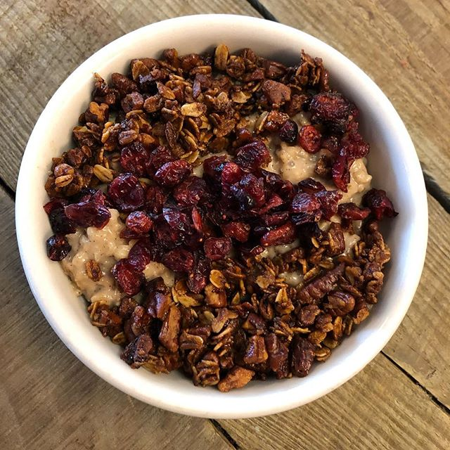 Come try our oatmeal bowl with homemade granola ❤️ #eatsouthmarketpace #drinksouthmarketpace #eatplayrelax #southmarket #breakfast