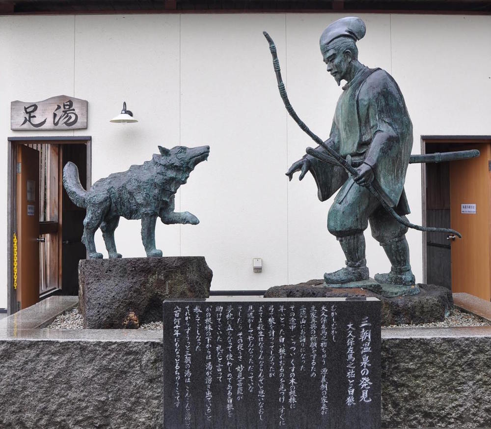 Statues depicting the 850 year old legend of the White Wolf and Samurai of Misasa.