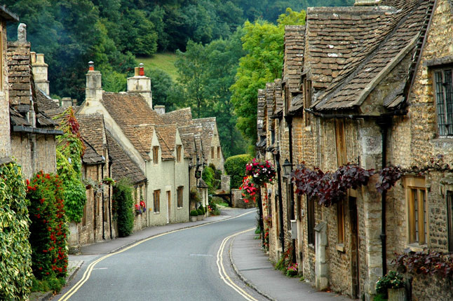 Cycle the Cotwolds, England:   A journey through the Historic Heart of Rural England