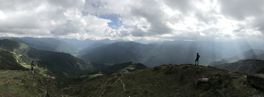 Hiking above the breathtaking Cheli-la pass, 4200 metres
