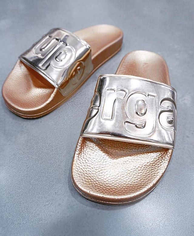 Weekend bling⚡️Shop our rose gold slides available now @fifiandannieboutique #supergaaus