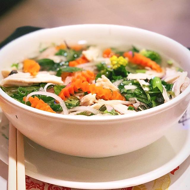 Chicken Pho + Steamed Veggies Steamed white meat chicken breast and a mix of steamed vegetables, served with chicken broth all made in-house. • #food  #foodporn  #foodgasm  #foodgram  #foodstagram  #fotd  #ftd  #pho  #yummypho  #vietnamese  #vietnamesefood  #rice #sandiego  #oceanside  #goodeats  #insider  #foodbeast  #infatuation  #eater  #foodblog  #blog  #eat  #eats