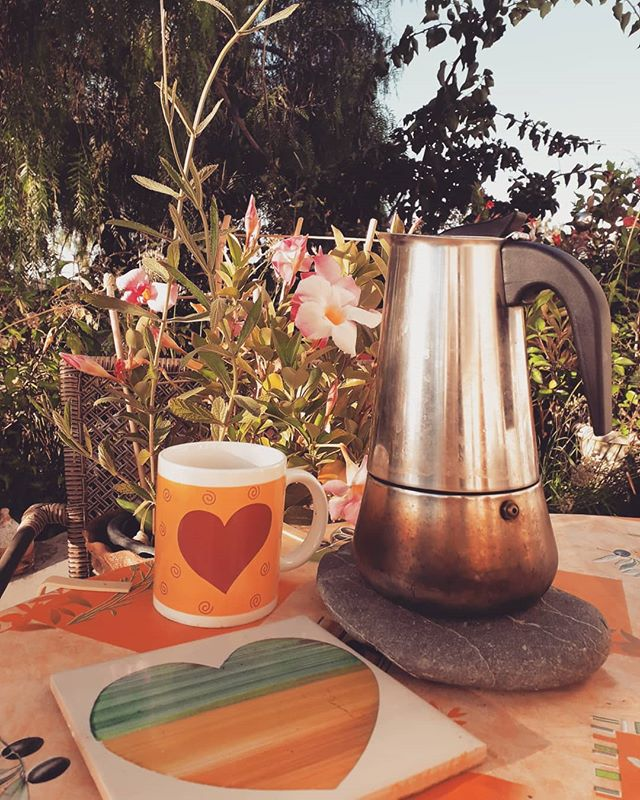 Coffee with hearts and flowers. My beautiful mornings. ❤❤🌺🌺 #magic #hearts #flowers #coffee #morning #outdoor #garden #sunshine #home #life #love #autumn #beauty #beautiful #portugal